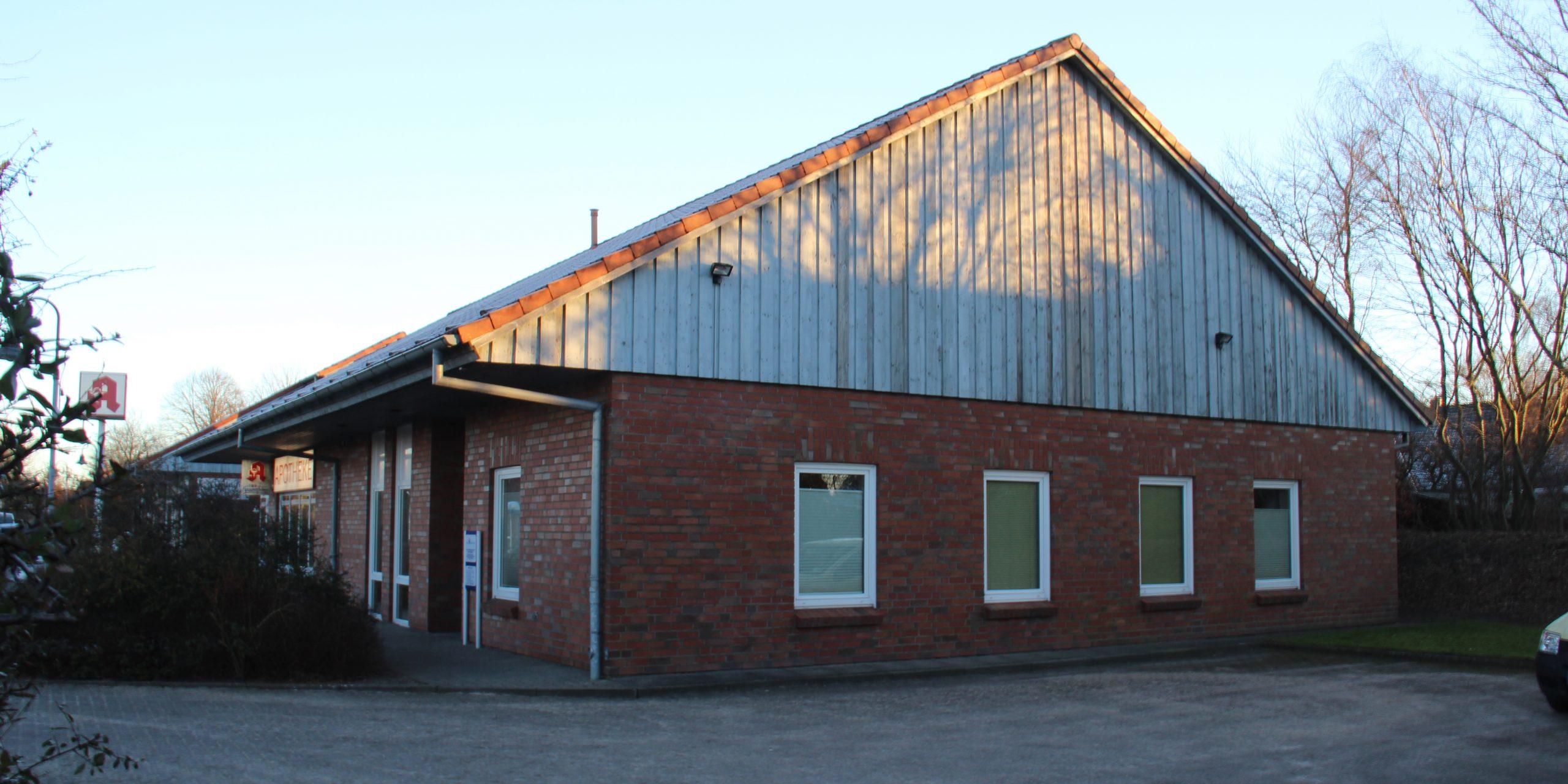 Die Praxis wurde dann wenig später gebaut, in direkter Nachbarschaft: die Birkland-Apotheke.